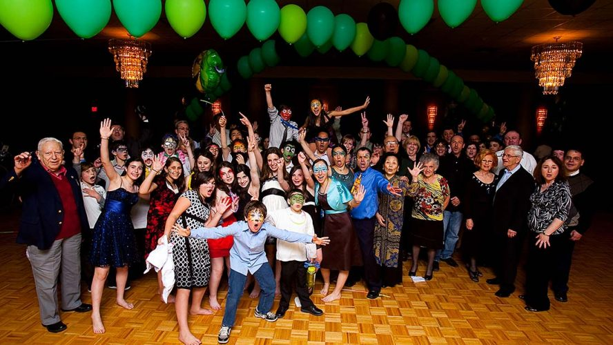 How to pick bar bat mitzvah party entertainment in Melbourne